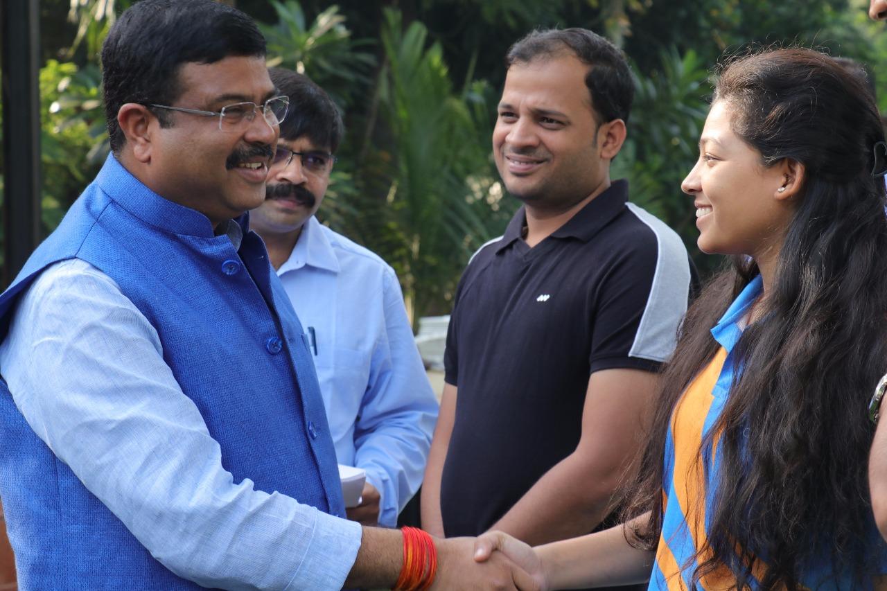 Shri Dharmendra Pradhan meets IndiaSkills 2018 winners
