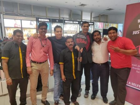 Shoppers_stop_hr_team_with_retail_employees